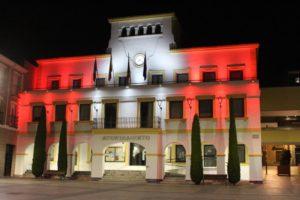 Ayuntamiento de San Sebastián de los Reyes iluminado con los colores de la ciudad